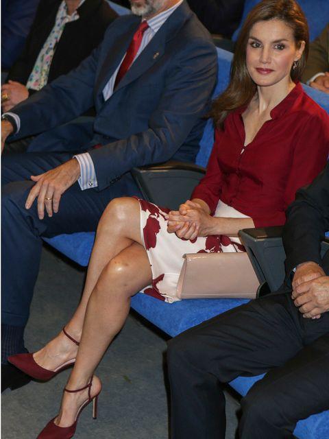 Leg, Sitting, Thigh, Human leg, Fashion, Suit, Human body, Footwear, Formal wear, Event,