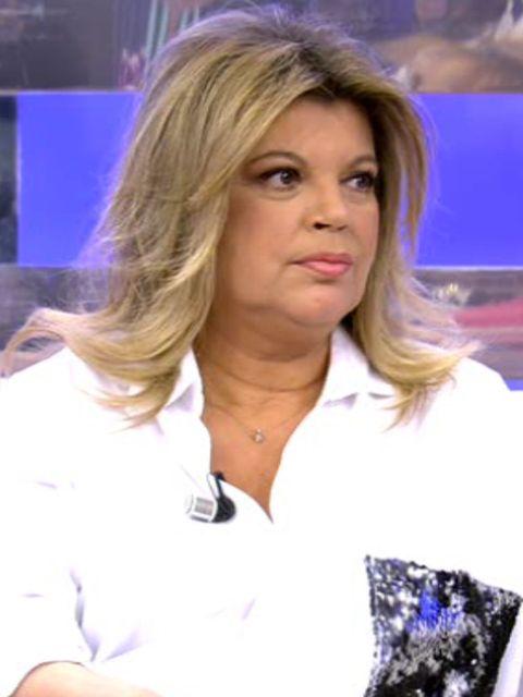 Hair, Hairstyle, Blond, Television presenter, Long hair, Brown hair, Layered hair,