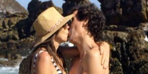 Kiss, Romance, Interaction, Photography, Black hair, Gesture, Love,