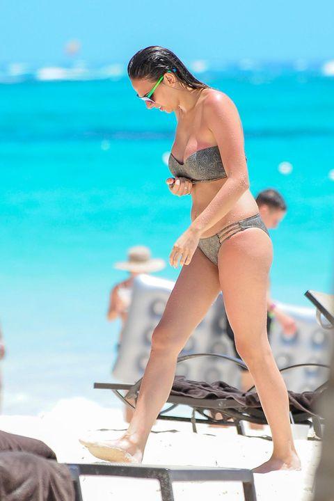 Brassiere, Human leg, Swimwear, Summer, Swimsuit bottom, Swimsuit top, Undergarment, Bikini, Sunglasses, Vacation,