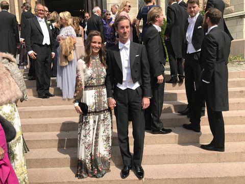 Event, Fashion, Ceremony, Dress, Suit, Formal wear, Tourism, Crowd,