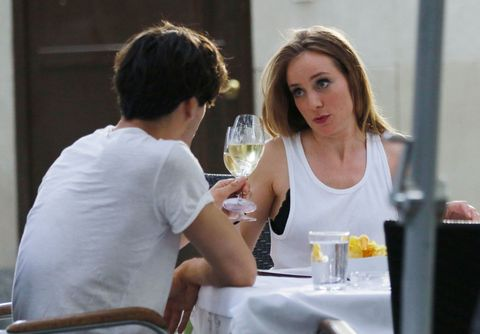 Conversation, Eating, Interaction, Restaurant, Drinking, Sitting, Vacation, Leisure, Drink, Brown hair,