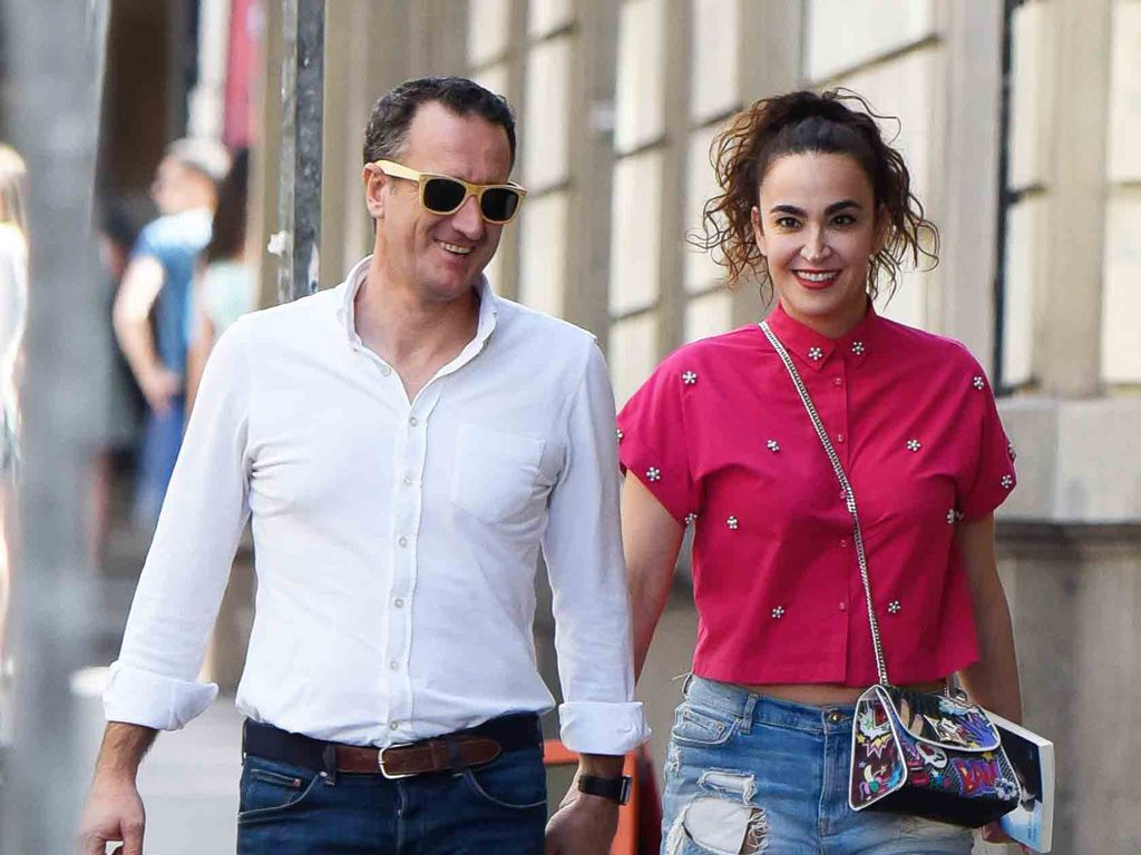 Cristina Rodríguez con su novio paseando por Madrid