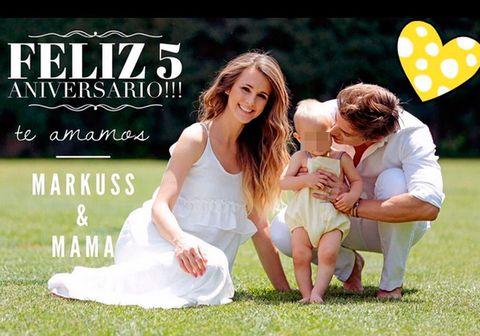 Carlos Baute y Astrid Klisans con su hijo