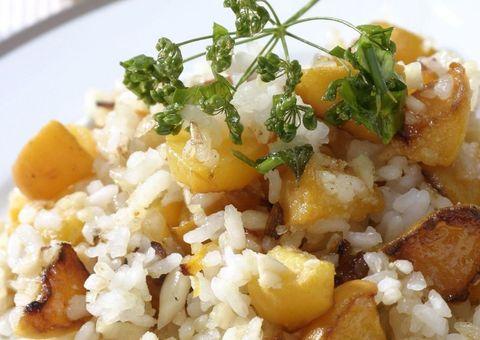 receta salteado de arroz, melocotón y almendras