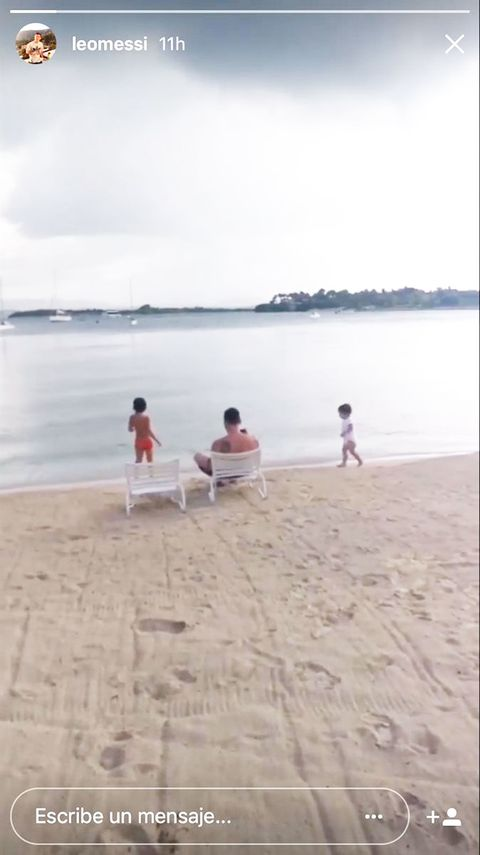 Body of water, Coastal and oceanic landforms, Leg, Sand, Shore, Coast, Tourism, Leisure, People on beach, Summer,