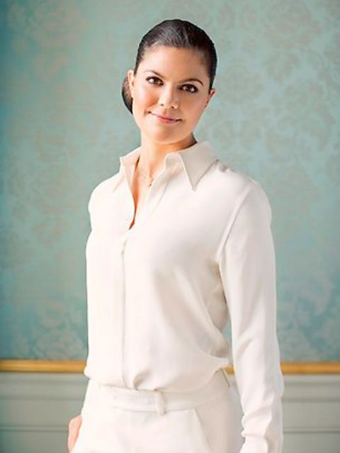 White, Clothing, Uniform, Shirt, Sleeve, Neck, Formal wear, Top, White-collar worker, Blouse,