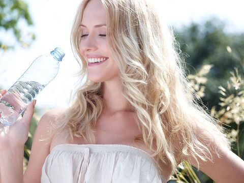 Hair, Blond, Water, Beauty, Skin, Hairstyle, Long hair, Lip, Surfer hair, Drinking,
