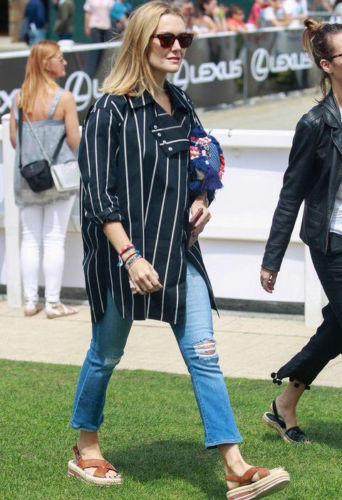 Clothing, Street fashion, Jeans, Fashion, Sunglasses, Footwear, Eyewear, Denim, Outerwear, Leg,