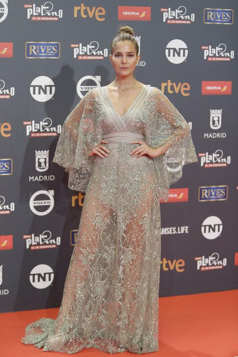Red carpet, Carpet, Clothing, Premiere, Flooring, Dress, Fashion, Hairstyle, Fashion design, Event,