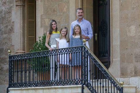 People, Product, Balcony, Tree, House, Handrail, Dress, Stairs, Family, Vacation,