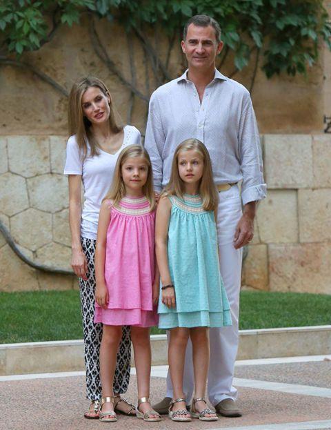 Los reyes Felipe y Letizia con la princesa Leonor y la infanta Sofía en Marivent