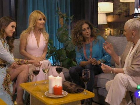 Blond, Sitting, Event, Conversation, Leisure, Interior design, Drink,