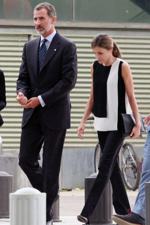 Suit, Formal wear, Standing, White-collar worker, Tuxedo, Footwear, Event, Gesture, Businessperson, Business,