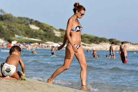 Esther Cañadas con su hija en Ibiza