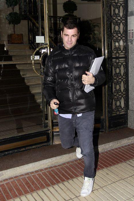 Jacket, Fashion, Snapshot, Leather jacket, Textile, Leather, Jeans, Outerwear, Street fashion, Fur,