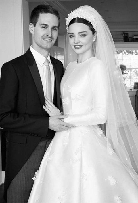 Bride, Gown, Wedding dress, Bridal veil, Photograph, Bridal accessory, Dress, White, Veil, Bridal clothing,