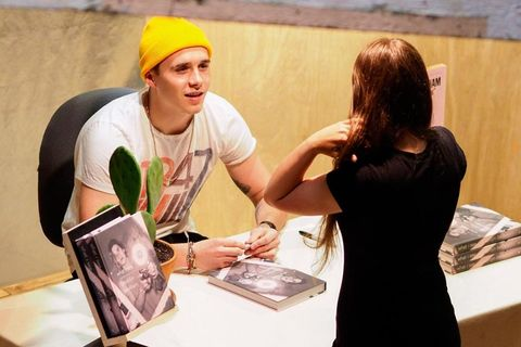 Brooklyn Beckham en Nueva York firmando libros