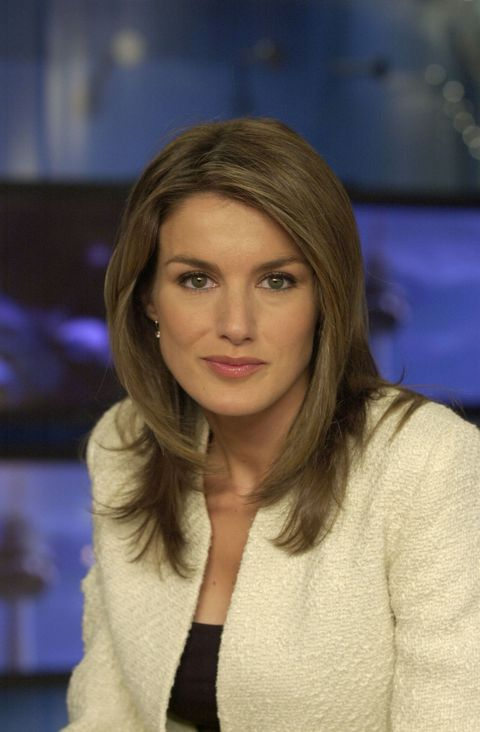 Hair, Face, Hairstyle, Blond, Beauty, Lip, Long hair, Layered hair, Brown hair, Television presenter,
