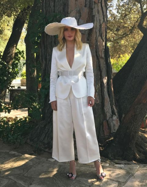 Clothing, White, Outerwear, Fashion, Headgear, Hat, Beige, Photography, Street fashion, Neck,