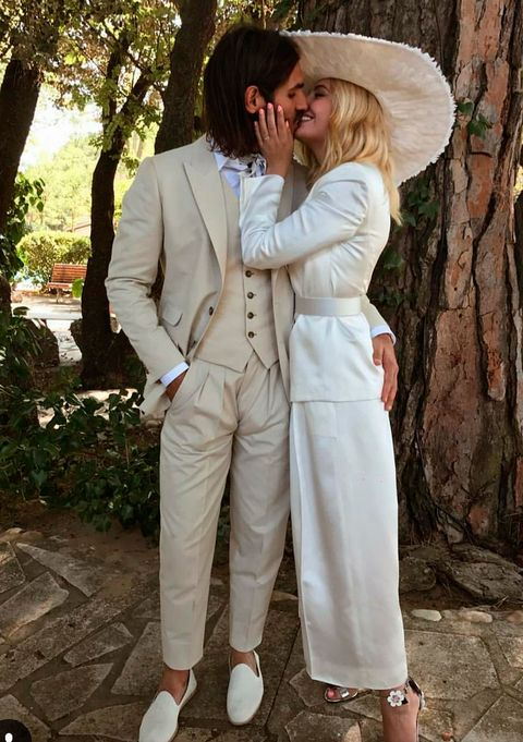 White, Clothing, Suit, Fashion, Outerwear, Formal wear, Dress, Photography, Gesture, Romance,