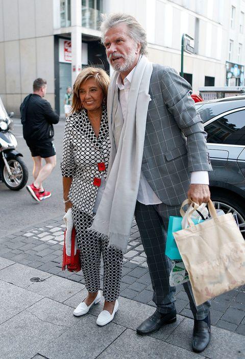 White, Street fashion, Photograph, People, Fashion, Snapshot, Footwear, Street, Human, Pedestrian,