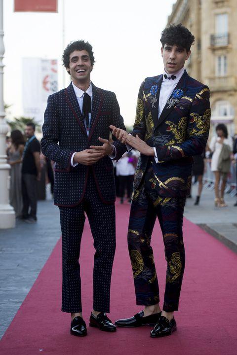 Suit, Red carpet, Fashion, Carpet, Formal wear, Tuxedo, Flooring, Event, Fashion design, Blazer,