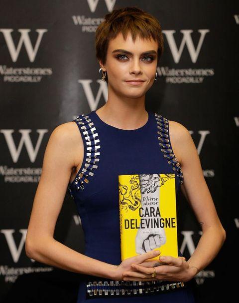 Cara Delevingne presenta su primer libro Mirror, mirror