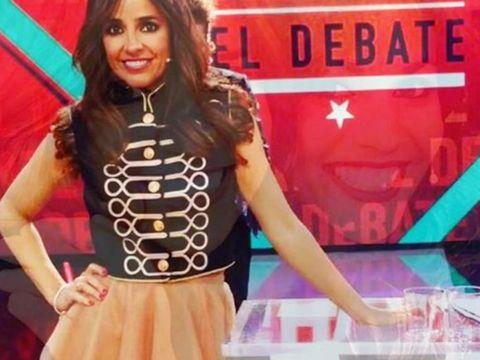 Talent show, Performance, Television presenter, Singer, Singing, Thigh, News,