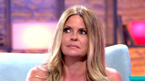 Hair, Blond, Hairstyle, Eyebrow, Beauty, Chin, Nose, Lip, Television presenter, Long hair,