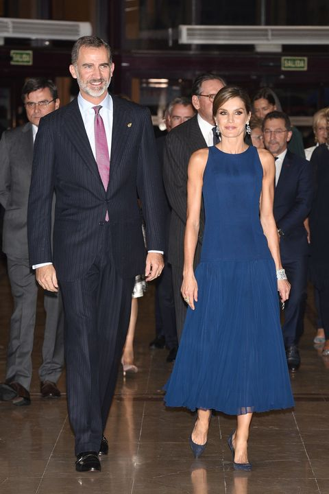 Suit, Event, Formal wear, Fashion, Dress, Tuxedo, Haute couture, White-collar worker, Little black dress,