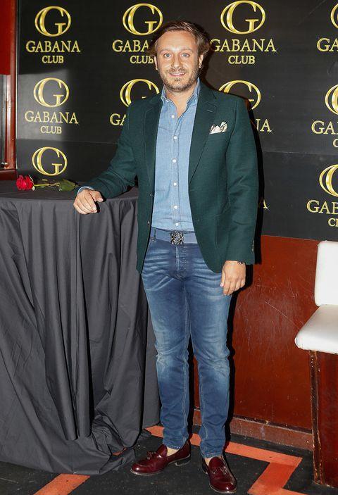 Denim, Suit, Jeans, Outerwear, Formal wear, Blazer, Jacket,