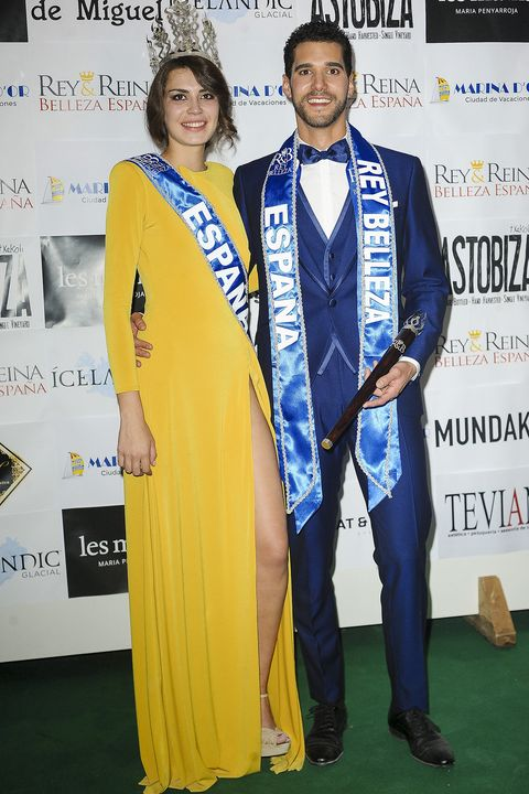 Yellow, Award, Award ceremony, Carpet, Event, Suit, Formal wear, Red carpet, Fashion design,