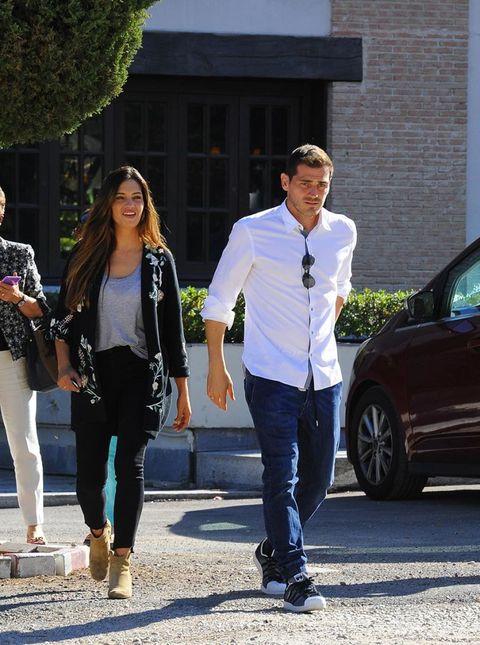Sara Carbonero e Iker Casillas en Madrid con su hijo en Madrid