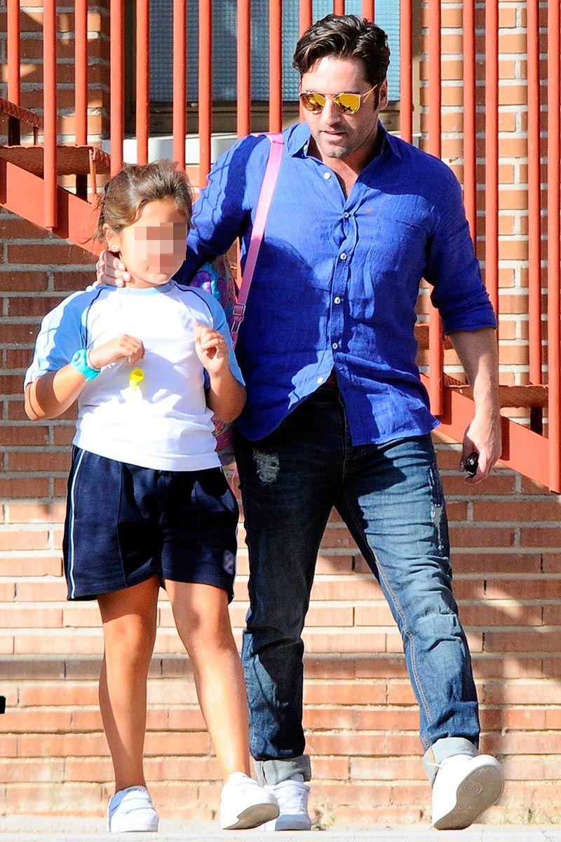 David Bustamante recoge a Daniella en el colegio