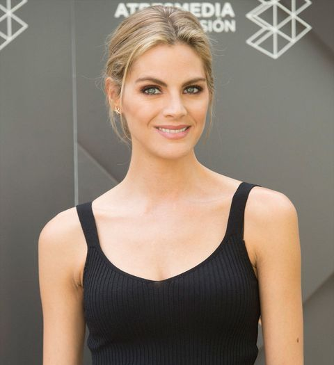 Hair, Clothing, Hairstyle, Beauty, Shoulder, Eyebrow, Blond, Skin, Fashion, Dress,