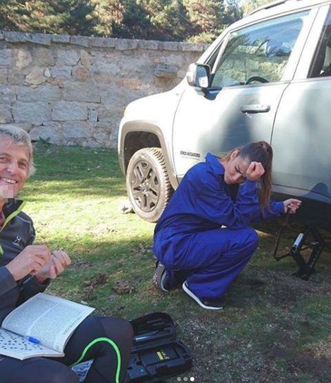 Vehicle, Vehicle door, Grass, Car, Technology, Lawn, Fender, Tree, Tire, Automotive wheel system,
