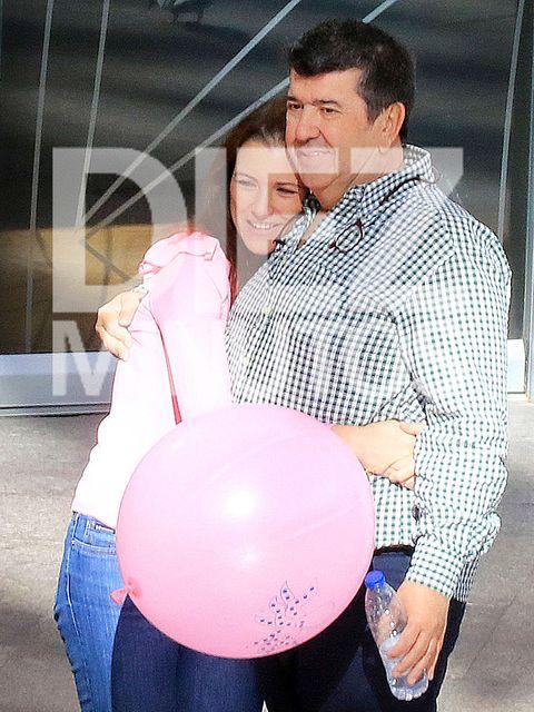 Balloon, Pink, Party supply, Abdomen, Ball, Smile,