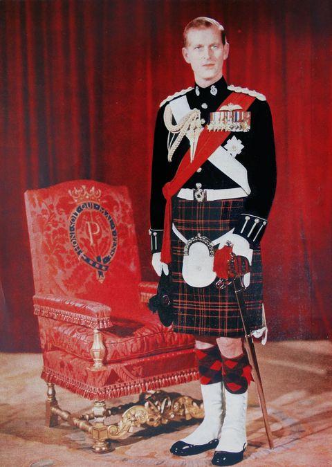 Kilt, Clothing, Tartan, Uniform, Design, Musical instrument, Textile, Pattern, Bagpipes,