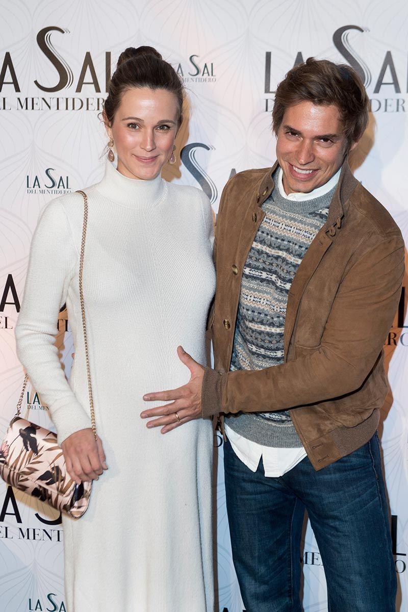 Carlos Baute y Astrid Klisans, a un mes de tener a su segundo hijo
