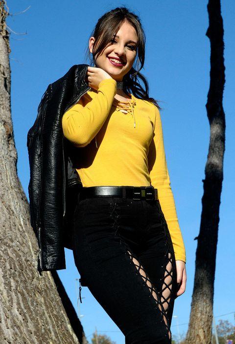 Yellow, Black, Clothing, Photo shoot, Beauty, Jeans, Leg, Thigh, Model, Fashion,