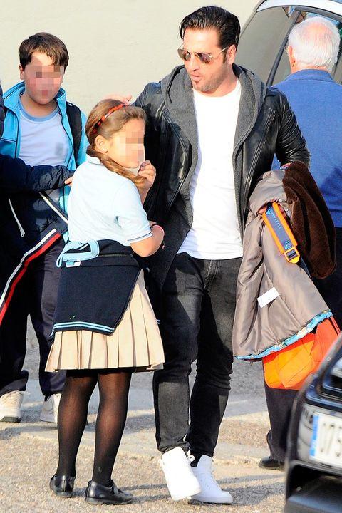 David Bustamante recoge del colegio a Daniella