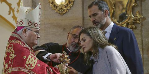 Pope, Event, Brass instrument, Metropolitan bishop, Championship, Blessing, Tradition, Monarchy,