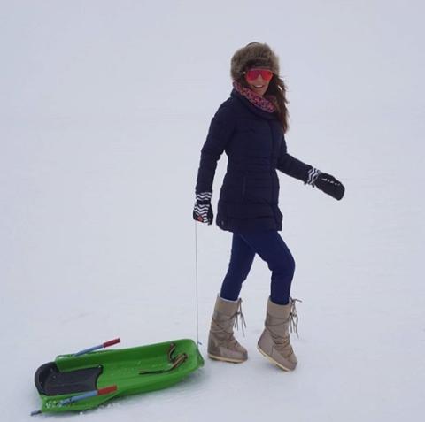 Snow, Recreation, Winter, Footwear, Winter sport, Sports equipment, Snowboard, Snowboarding, Ski,