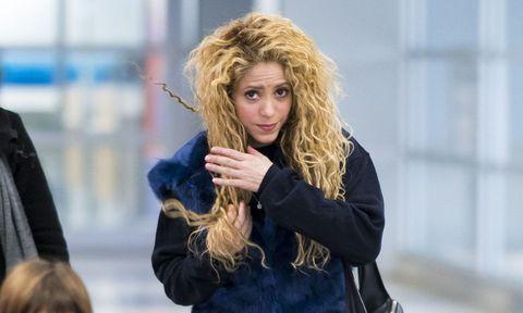Hair, Blond, Hairstyle, Street fashion, Long hair, Surfer hair, Fur, Layered hair, Brown hair, Photography,