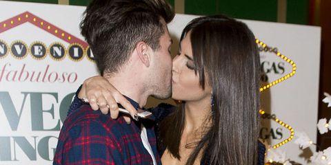 Kiss, Interaction, Romance, Love, Gesture, Black hair, Cheek kissing,