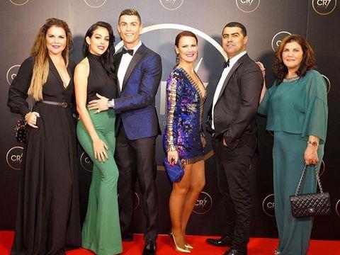 Carpet, Event, Red carpet, Formal wear, Fashion, Flooring, Suit, Premiere, Dress, Fashion design,