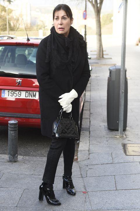 Street fashion, Standing, Snapshot, Fashion, Footwear, Outerwear, Photography, Suit, Leg, Shoe,
