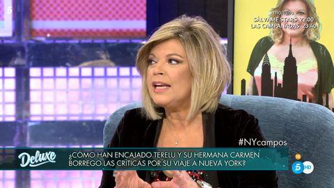 Television presenter, Blond, Newscaster, Newsreader, Eyelash, Journalist, Television program, Photo caption, News, Hair coloring,