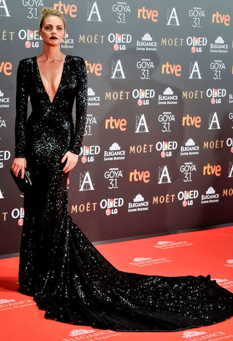 Red carpet, Carpet, Dress, Clothing, Premiere, Flooring, Fashion model, Hairstyle, Fashion, Gown,
